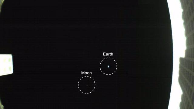 Primera imagen de la Tierra y la Luna tomada por un CubeSat