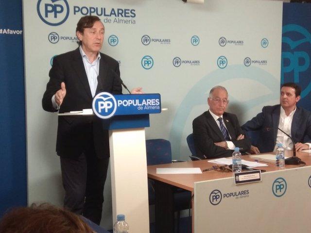 Hernando, en rueda de prensa en Almería