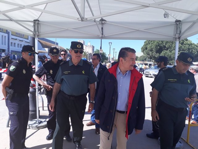 Sanz con la Guardia Civil en Bajo de Guía