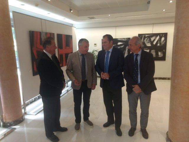 Belarmino Feito con los presidentes de las Cámaras del Comercio.