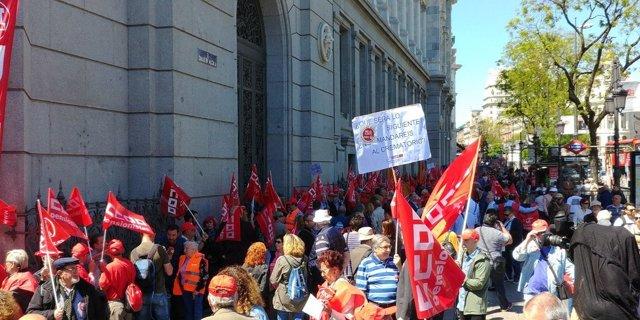 Sindicatos se concentran en el Banco de España