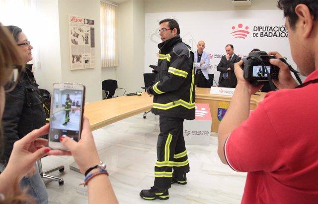 Nuevos trajes bomberos de Badajoz