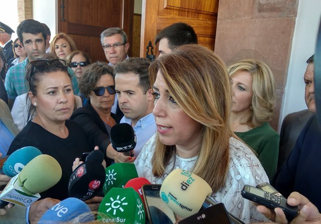 Susana Díaz atiende a los periodistas en Montoro