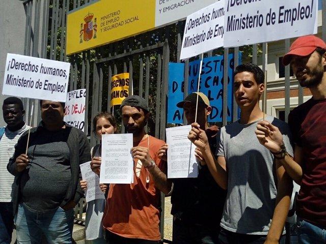 Solicitantes de asilo ante el Ministerio de Empleo