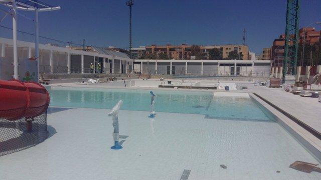 Trabajos en la piscina municipal de Paterna