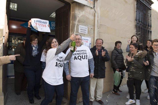 Celebración en Baeza (Jaén) por el Gordo de la Lotería de Navidad
