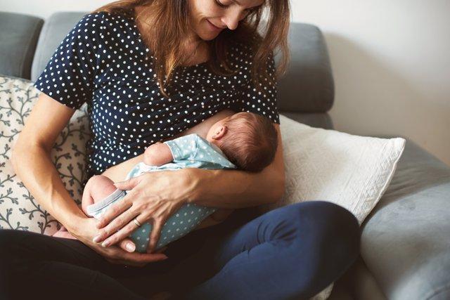 La lactancia ayuda al desarrollo correcto del aparato respiratorio en niños.
