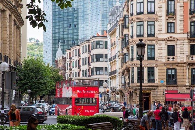 Autobús turístico en el centro de Bilbao