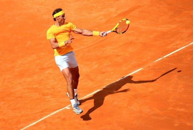 Nadal arrolla a Dzumhur para meterse en la tercera ronda en Roma