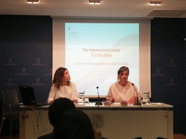 Rosario Sánchez y Pilar Costa en la rueda de prensa