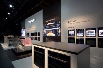 Samsung presenta el horno conectado Dual Cook Flex, que permite dividirlo en dos y cocinar varios platos al mismo tiempo