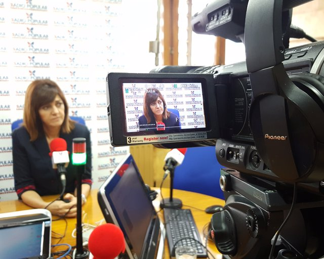 Idoia Mendia en una entrevista en Herri Irratia