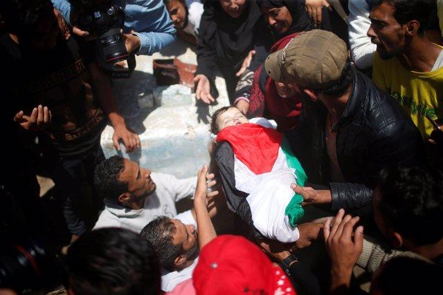 Funeral por una bebé palestina muerta en Gaza