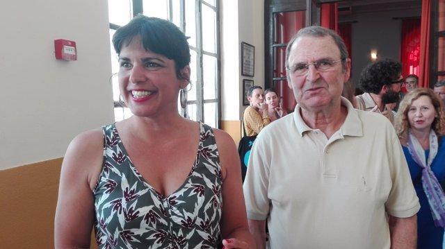Teresa Rodríguez con Juan García, del Colectivo Prometeo