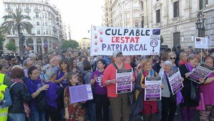 """Una protesta en València exige los 200 millones contra violencia machista: """"Rajoy, estamos muertas con tu presupuesto"""""""