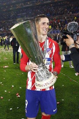 Fernando Torres con la Liga Europa de Lyon