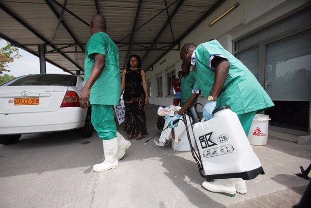 Trabajadores sanitarios combaten el nuevo brote de ébola en RDC