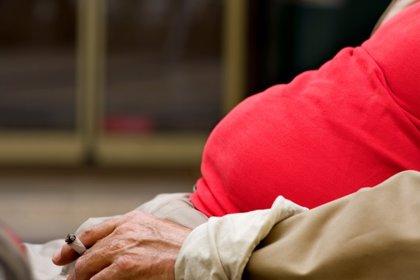 ¿Condiciona la obesidad el riesgo de empezar a fumar?