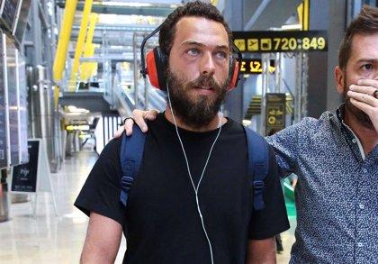 Alberto Isla regresa de 'Supervivientes' al borde de la ruptura con Chabelita
