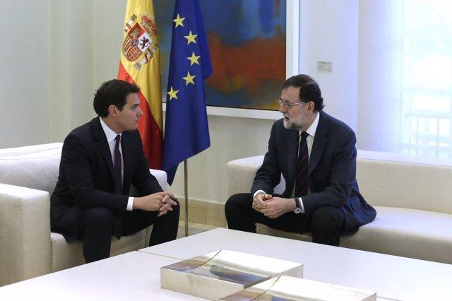 Rajoy recibe aol líder de Ciudadanos, Albert Rivera, en La Moncloa
