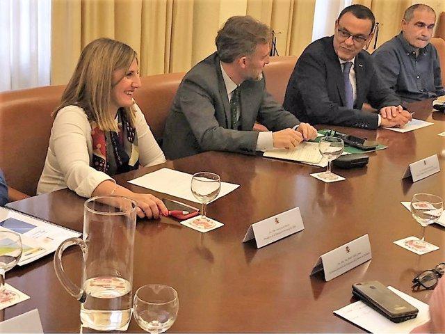 Los presidentes de las diputaciones de Cádiz y Huelva con José Fiscal