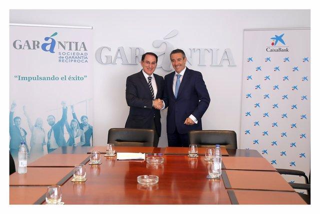 Caixabank y Garántia firman un convenio