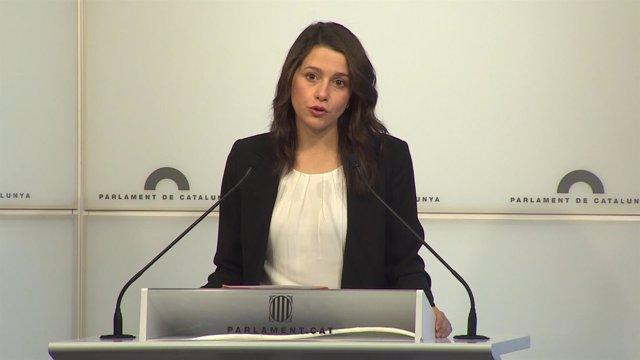 Inés Arrimadas en rueda de prensa en el Parlament