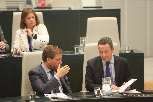 Martínez Almeida y Henríquez de Luna en el Pleno del Ayuntamiento de Madrid