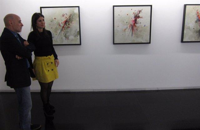 La pintora Laura Juárez en la inauguración de su exposición