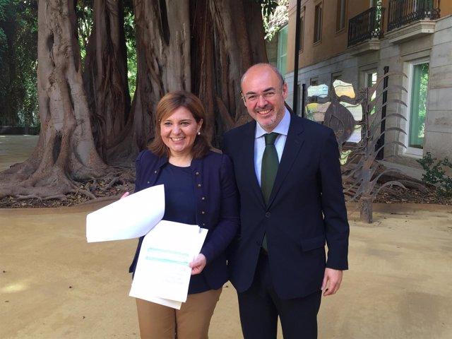 Isabel Bonig y Eusebio Monzó con la enmienda a los PGE