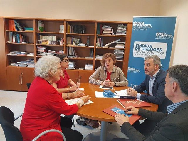 Jaume Collboni (PSC) reunido con la Síndica de Greuges de Barcelona, M.A.Vilà
