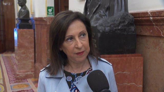 Margarita Robles en los pasillos del Congreso de los Diputados