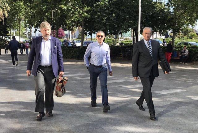 'Aspar', en el centro, llega a la Ciudad de la Justicia de València