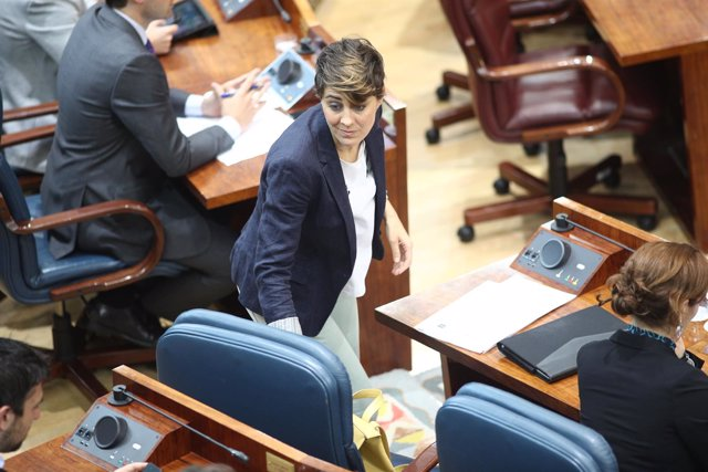 Lorena Ruiz-Huerta durante el pleno de investudura de Ángel Garrido