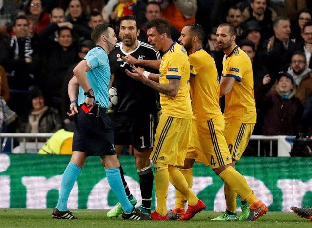 Michael Oliver árbitro Real Madrid Juventus Gianluigi Buffon