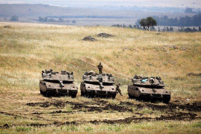 Un soldado israelí en un tanque en los Altos del Golán