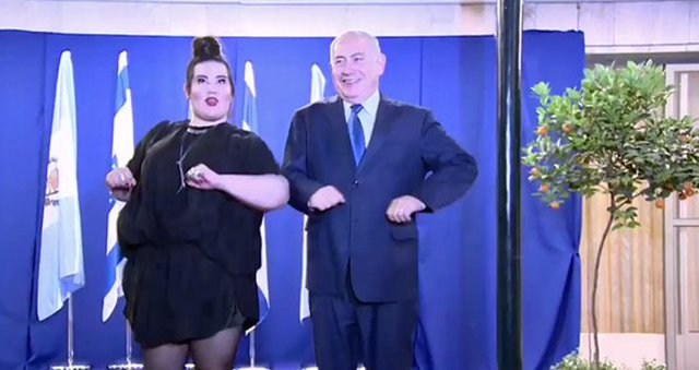 Netanyahu baila junto a Netta