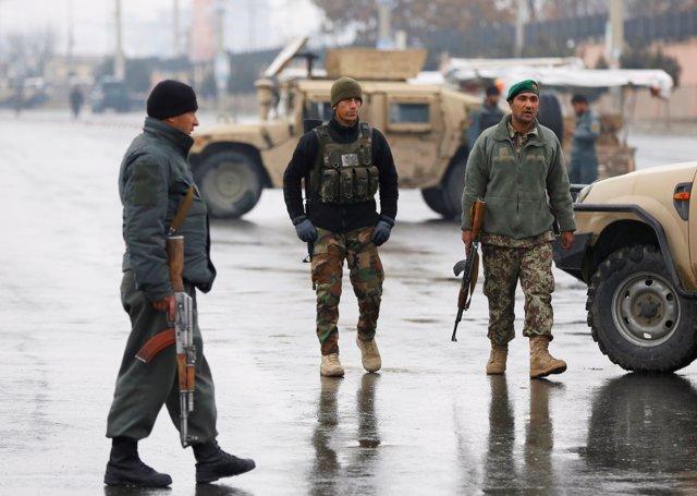 Ataque reivindicado por Estado Islámico contra una academia militar en Kabul