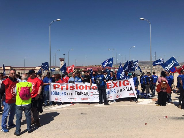 Trabajadores concentrados en Villena