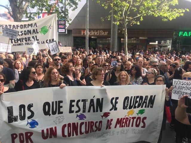 Concentración de interinos frente a la Asamblea de Madrid