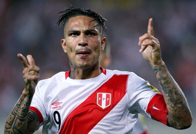 FILE PHOTO: Football Soccer - World Cup 2018 Qualifier - Argentina v Peru - Naci