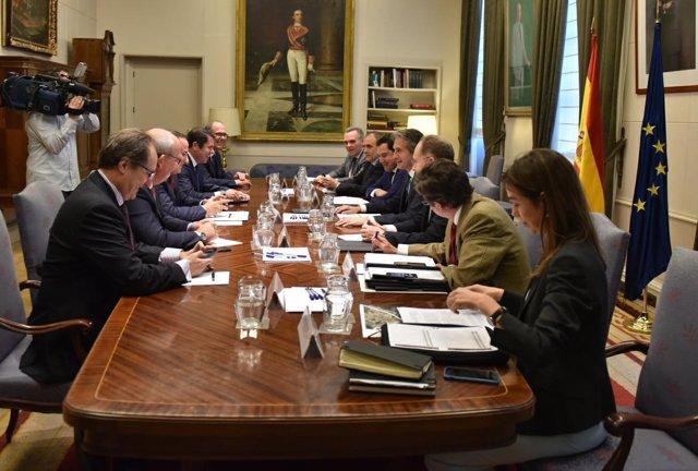 Reunión entre el ministro de Fomento y la CEA
