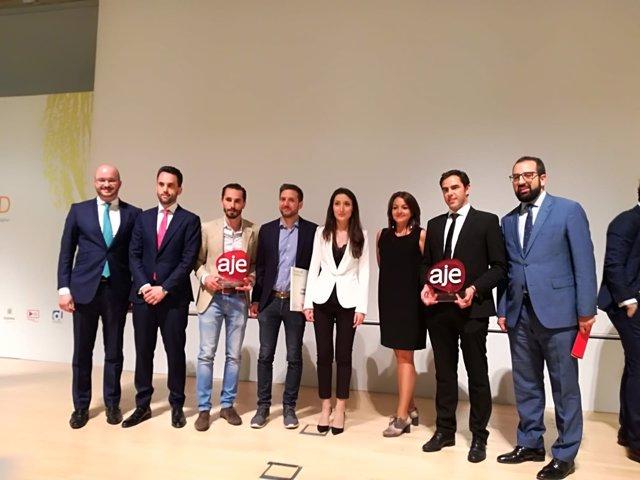 Foto de familia de los galardonados en los Premios AJE Andalucía 2018
