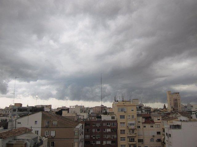 Tormenta, lluvia y nubes