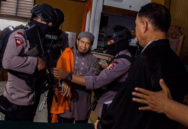 El clérigo islámico Aman Abdurrahman, juzgado en Indonesia