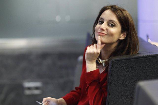 Andrea Levy sonriendo en la sede del PP