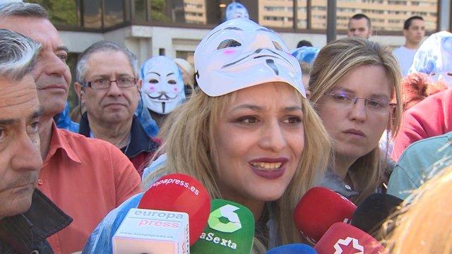 Melisa Domínguez en la sede okupada de Hogar Social