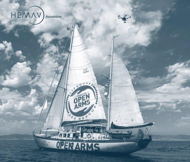 Dron i vaixell de Proactiva Open Arms