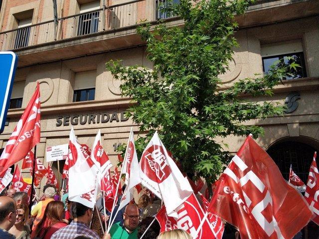 Manifetación de UGT y CCOO en Cáceres