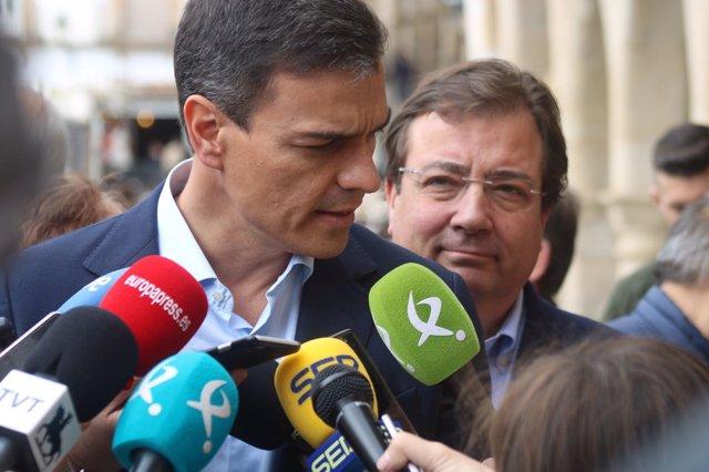 Pedro Sánchez, junto a Vara, en Trujillo